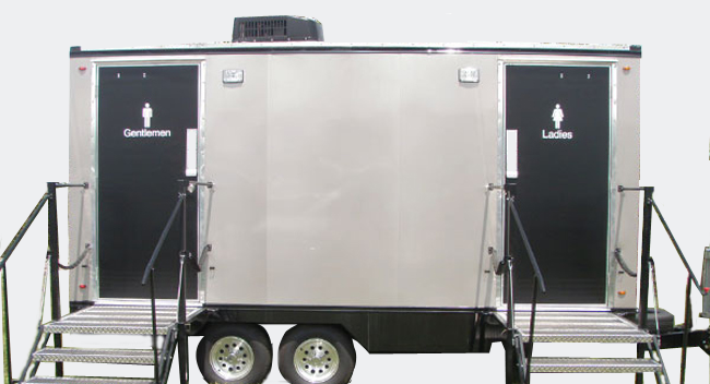 Charmant Mobile Restroom Trailer